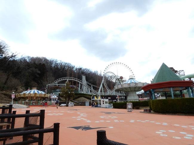 3月中旬日曜日午後のサマーランド遊園地エリアの様子